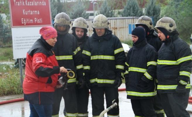 15 bin kişi yangınla mücadele tekniklerini öğrendi