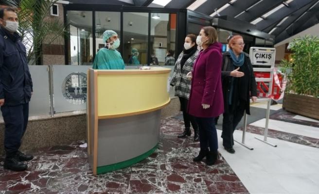 Başkan Hürriyet, ilk maske teslimini gerçekleştirdi