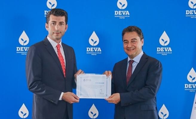 AK Partili başkan DEVA'nın il başkanı oldu