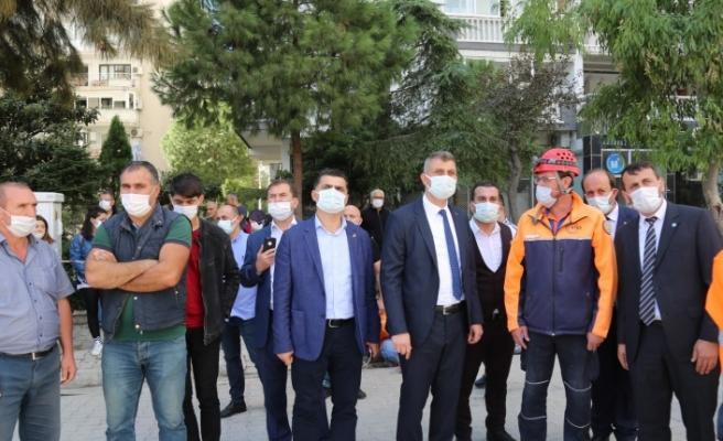 Başkan Sezer, ilçe başkanlarıyla birlikte İzmir'deydi.