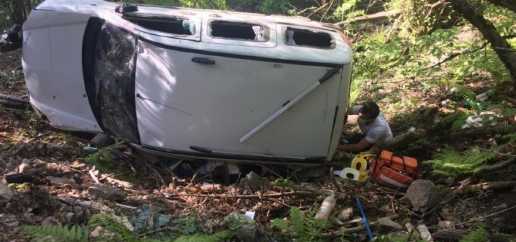 Çanakkale'de hafif ticari araç devrildi: 1 ölü, 3 yaralı