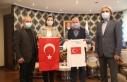 Bayrak hasretiyle yaşayan Güney Türkistan'a İzmit...
