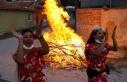 Romanlar Kakava'yı evlerinin önünde ateş...