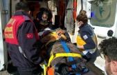 Ağaç kesme motorunun üzerine düşen orman işçisi yaralandı
