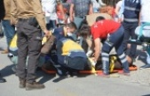 Otomobille çarpışan motosikletteki 2 çarşı ve mahalle bekçisi yaralandı