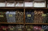 """""""Şekerci Orhan"""" ağızları tatlandıran 9 metrekarelik dükkanında yarım asrı devirdi"""