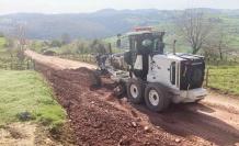 İzmit'te yıllardır bakımsız köy yolu iyileştiriliyor