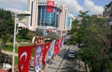 İzmit Türk bayraklarıyla giyidirildi