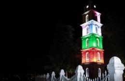 Tarihi Tophane Saat Kulesi Filistin bayrağı renklerinde ışıklandırıldı