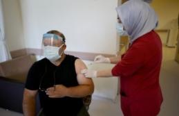 Sağlık çalışanlarının eşlerine Kovid-19 aşısı...