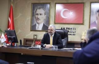 Abdullah Eryarsoy, basın toplantısı yapıyor
