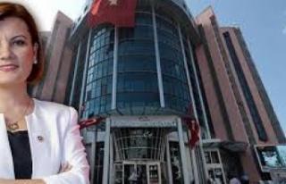 İzmit Belediyesi'ne iki bayan müdür atandı