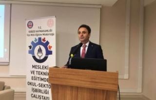 Gebze, Okul-Sektör çalıştayında, Alkışlar Şener...