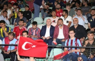 Başkan Bıyık, Milli maçı sahilde Darıcalılarla...