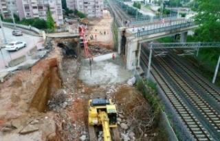 Kuruçeşme tramvay hattında yeni menfezin inşasına...