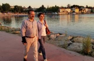 Vali Aksoy ve Eşi Darıca sahilinde