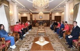 Vali Hüseyin Aksoy Millileri Ağırladı