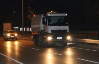 Yol kenarları gece gündüz temizleniyor