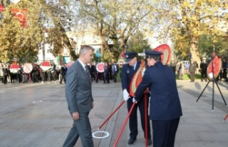 Gazi Mustafa Kemal ATATÜRK Gölcük'te törenle...