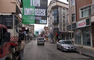 """""""O kupa İzmit'e gelecek"""" pankartları..."""