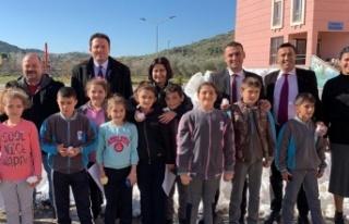 Belediye Başkanı Kar Görmemiş Çocuklara Dağdan...
