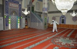 İzmit Belediyesi ibadete açılacak camileri dezenfekte...