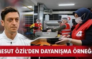 Ünlü Futbolcu Mesut Özil'den Kızılay Ramazan...