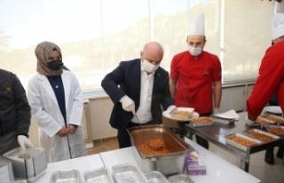 Darıca'da karantinadaki vatandaşlara sıcak yemek...