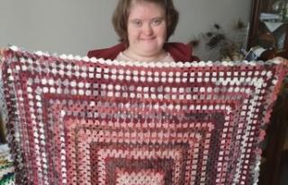 Down sendromlu Ceren kendi ördüğü battaniyeyi...