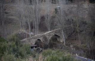 Antik Çağ'da kayaları oyup kanal yaparak şehre...
