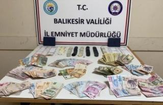 Balıkesir'deki kumar oynayan 21 kişiye 100 bin 905...