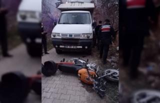 Bilecik'te kamyonet ile motosiklet çarpıştı: 2...