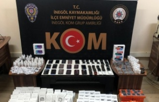 Bursa'da gümrük kaçağı cep telefonu ve aksesuarlar...