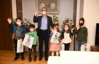 Çayırova Belediyesi internetten yayın yapan çocuk...