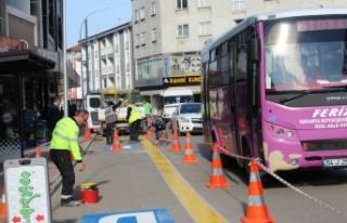 Ferizli'de araçların yoğun park edildiği caddeye...
