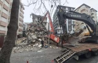 Kartal'da riskli 2 bina yıkıldı