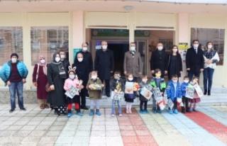 Kırklareli'nde anasınıfı öğrencileri karne heyecanı...