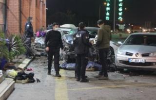 Cip dinlenme tesisindeki araç ve yayalara çarptı:...