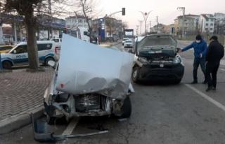 Kocaeli'de 2 kişinin yaralandığı trafik kazası...