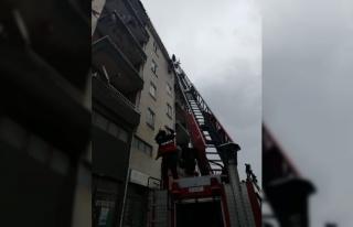 Lüleburgaz'da bazı binalarda olası fırtınada...