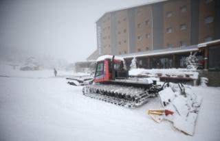 Yoğun kar yağışı Uludağ'da turizm işletmecilerinin...