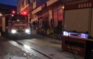 Marketin deposunda çıkan yangın söndürüldü
