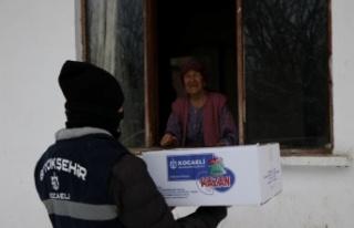 Kocaeli'de belediye ekipleri kar yağışına...