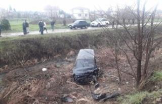 Sakarya'da hafif ticari araç ile otomobil çarpıştı:...