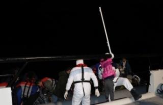 Ayvacık açıklarında Yunan sahil güvenliğinin...
