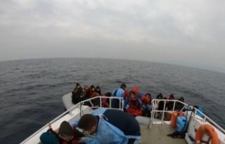 Ayvalık açıklarında Türk kara sularına geri...