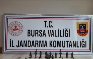 Bursa'da ellerindeki tarihi eserleri satmaya çalışan...
