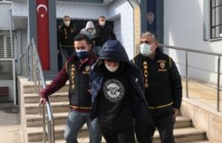 Bursa'da PTT şubesinden silahlı soygun yapan 2 şüpheli...