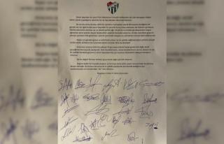 Bursasporlu oyuncular ortak bildiriyle maaşlarının...