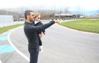 Kenan Sofuoğlu, 2 yaşında motosiklet kullanan oğlu...